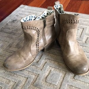 Roxy Distressed Gray Taupe Braided Trim Booties 9